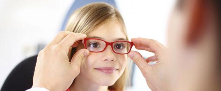 Подбор очков детям и взрослым в салоне оптики Оптика Радуга